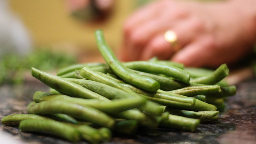 pile of green beans up close