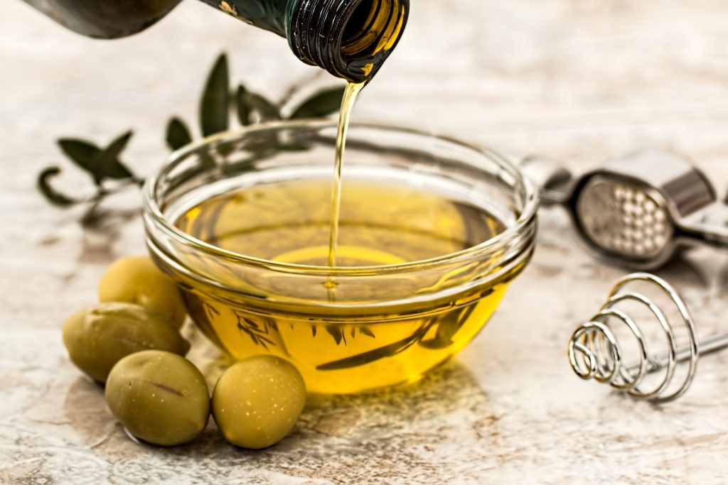 olive and flaxseed oil to reduce shedding